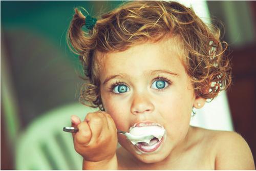 enfant yaourt